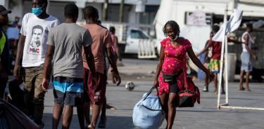 Haitianos saturan albergues y oficinas de migración