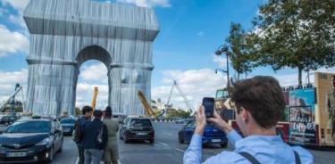El Arco del Triunfo embalado, una obra efímera acorde al siglo XXI