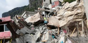 Laboran ingenieros especialistas para estabilizar rocas desprendidas del Cerro del Chiquihuite