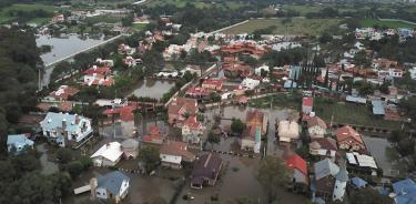 Lluvias provocan desborde de presa en Querétaro