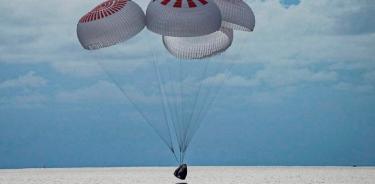 La cápsula Dragon vuelve con éxito con la primera misión civil en el espacio