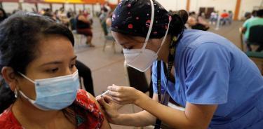 OMS, FMI y Banco Mundial piden a farmacéuticas mejorar acceso a las vacunas COVID