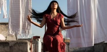 Laura Itandehui le da un toque contemporáneo al folklore mexicano