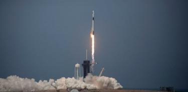 Despega con éxito la nave que lleva la primera misión espacial con sólo civiles